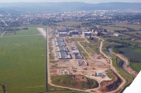 La Base Dal Molin, lunga 2 km, se fosse capovolta nel punto d'inizio, oltrepasserebbe Piazza dei Signori e la Basilica Palladina